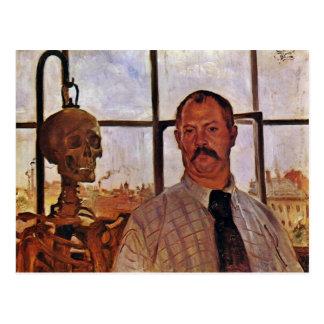 Autoportrait avec le squelette par Corinthe Lovis Carte Postale