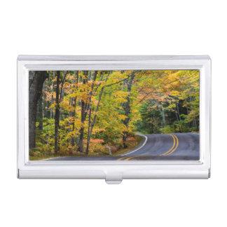 Auvent d'automne de couleur le long de la route 41 boîtiers pour cartes de visite
