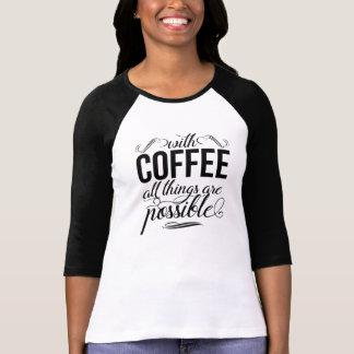 Avec du café toutes les choses sont typographie t-shirt