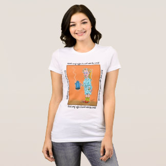 Avec le T-shirt de café d'Enuf
