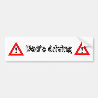 avertissant, l'entraînement du papa adhésif pour voiture
