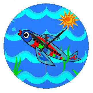 Avion coloré lunatique de poissons grande horloge ronde