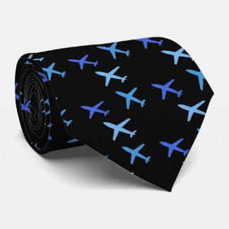 avion, cravate