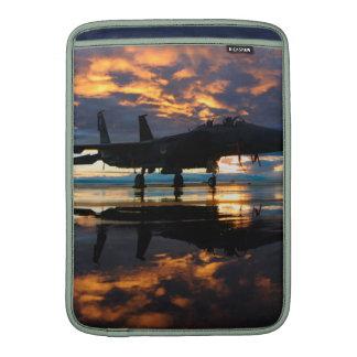 Avion d'avion de chasse aux cadeaux de militaires poche pour macbook air