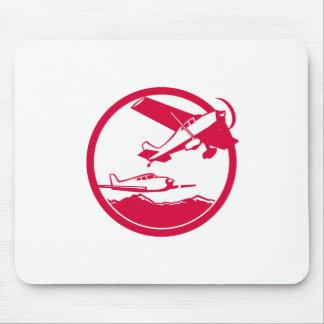 Avions de voilure fixe enlevant le cercle rétro tapis de souris