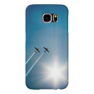 Avions volant sur le ciel bleu avec Sun.
