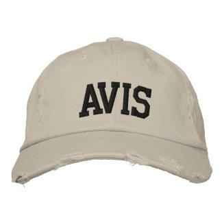 Avis a brodé le chapeau