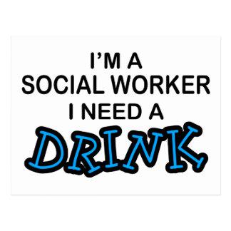 Ayez besoin d'une boisson - assistant social carte postale