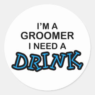 Ayez besoin d'une boisson - Groomer Sticker Rond
