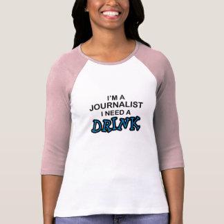Ayez besoin d'une boisson - journaliste t-shirt