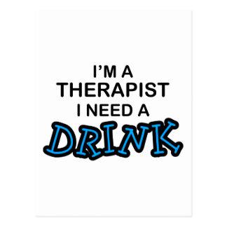 Ayez besoin d'une boisson - thérapeute carte postale