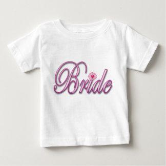 bachelorette de jeune mariée épousant la partie de t-shirts