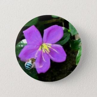 Badge Abeille et fleur bleues