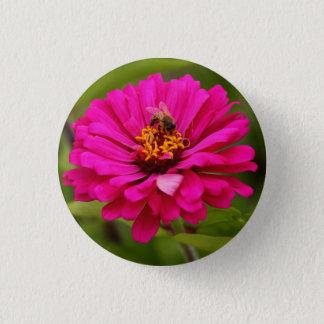 Badge Abeille recueillant le nectar sur un Zinnia - Pin