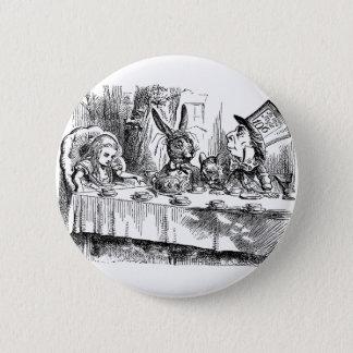 Badge Alice vintage au thé fou de chapelier du pays des