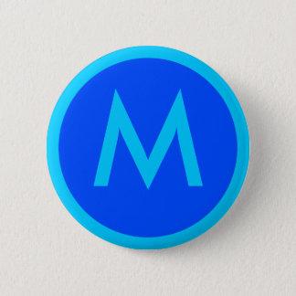 Badge Bouton bleu d'insigne d'Aqua de la lettre M