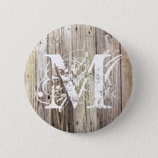 Badge Bouton décoré d'un monogramme en bois patiné