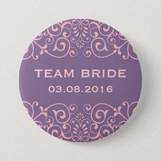 Badge Bouton floral victorien pourpre de jeune mariée