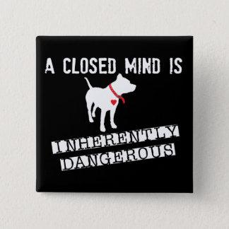 Badge Carré 5 Cm L'esprit fermé est Pin en soi dangereux