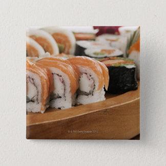 Badge Carré 5 Cm Plan rapproché des sushi dans un plateau