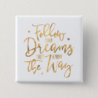 Badge Carré 5 Cm Suivez vos rêves. Ils savent la manière. Or de