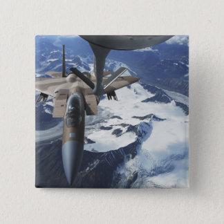 Badge Carré 5 Cm Un avion de F-15C Eagle se repose derrière un