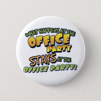 Badge Ce qui se produit au bouton de fête au bureau