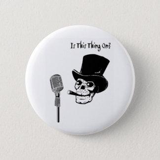 Badge Crâne dans le casquette supérieur avec le