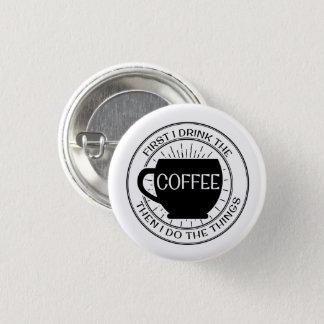 Badge D'abord je bois du café alors que je fais le