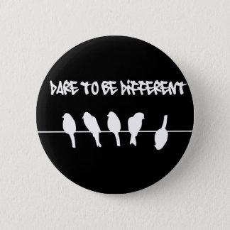 Badge Des oiseaux sur un fil - osez être différent (le