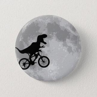 Badge Dinosaure sur un vélo en ciel avec l'amusement de