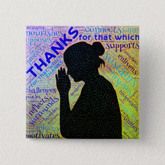 Badge Femme donnant des mercis dans le Pin de prière