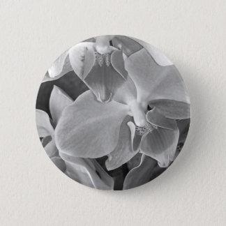 Badge Fermez-vous des fleurs d'orchidée dans la gamme de