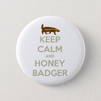 Badge Gardez le calme et le blaireau de miel