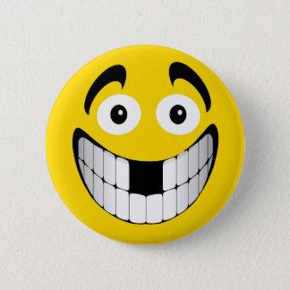 Badge Grand smiley jaune de grimace avec les dents