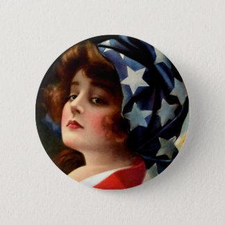 Badge Le drapeau fille 4 juillet vintage tient le