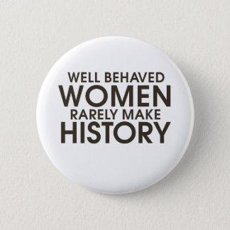 Badge Les femmes bien comportées font rarement
