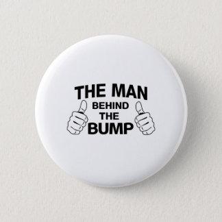 Badge L'homme derrière la bosse