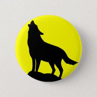 Badge Loup hurlant à la lune