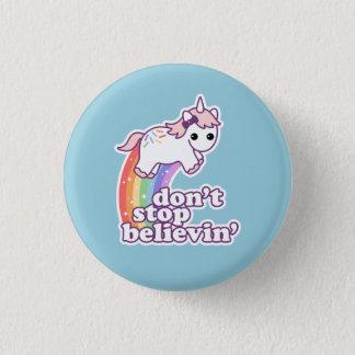 Badge N'arrêtez pas Believin dans les licornes