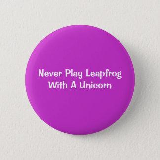 Badge Ne jouez jamais saute-mouton avec une licorne