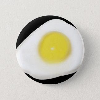 Badge Oeuf au plat sur le noir
