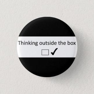 Badge Pensée en dehors de la boîte