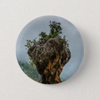 Badge roche équilibrée érodée