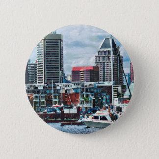 Badge Rond 5 Cm DM de Baltimore - Horizon de Baltimore chez