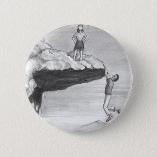 Badge Rond 5 Cm Femme sur une falaise avec un homme pendant du