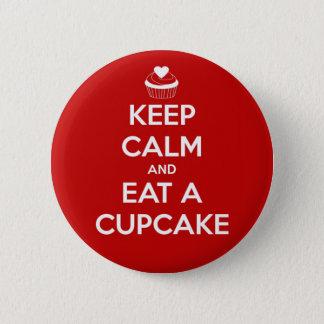 Badge Rond 5 Cm Gardez le calme et mangez un rouge de petit gâteau