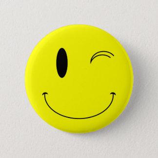 Badge Rond 5 Cm Jaune de KRW clignant de l'oeil le visage souriant