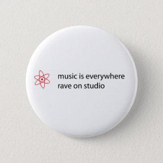 Badge Rond 5 Cm la musique est partout éloge sur le bouton de