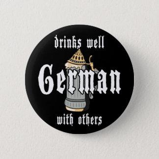 Badge Rond 5 Cm L'Allemand boit bien avec d'autres Oktoberfest